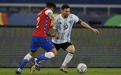 Messi abriu o placar com gol de falta, mas Vargas empatou para o Chile