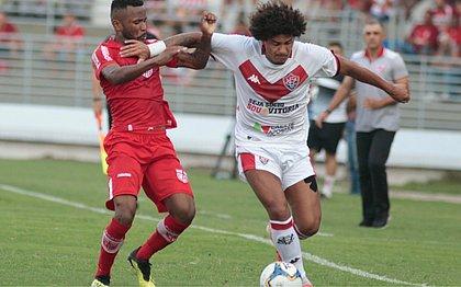 De pênalti, Felipe Gedoz garantiu o triunfo do Vitória por 1x0 contra o CRB