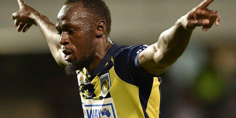 Bolt marca dois gols e se irrita ao ser chamado para o antidoping