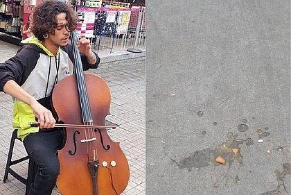 Músico de rua atacado com ovadas enquanto tocava violoncelo ganha bolsa de estudos