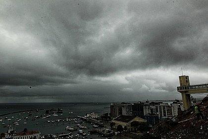 Últimos dias de abril são marcados por chuva em Salvador