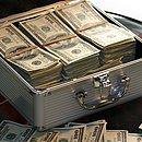 Colocar seu patrimônio em dólares pode te proteger das oscilações da economia