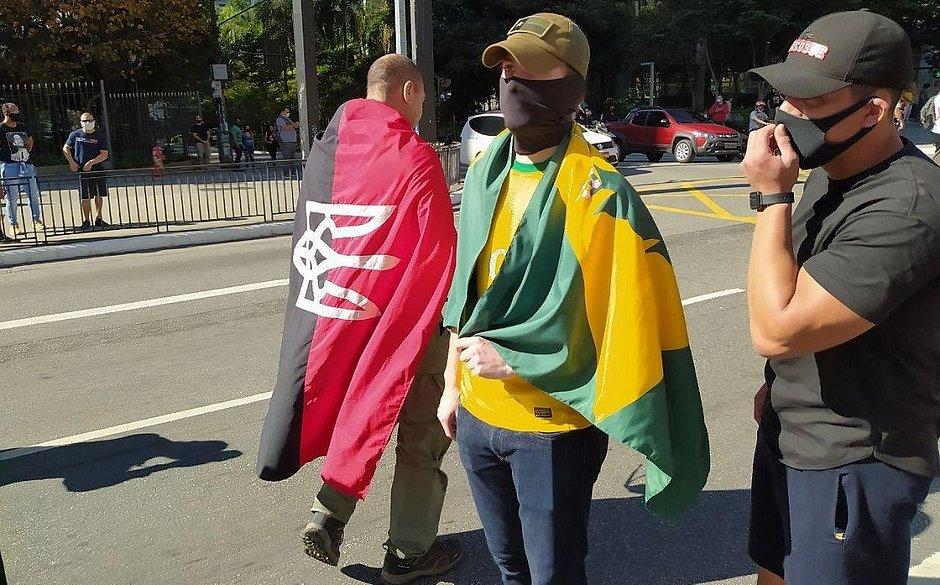 Bolsonaristas exibem símbolos neonazistas em protestos anti-democracia