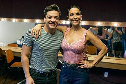 Wesley Safadão e Ivete Sangalo nos bastidores de gravação do clipe de À Vontade; artistas fazem lives separados