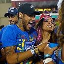 Neymar e a cantora Anitta em camarote da Sapucaí  (Foto: Mauro Pimentel/AFP)