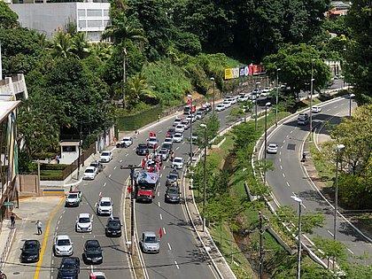 Grupo pró-impeachment de Bolsonaro faz carreata em Salvador
