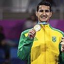 Edival Marques, o Netinho, mostra o ouro conquistado no Pan