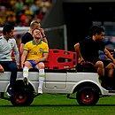 Arthur saiu lesionado da partida contra Honduras