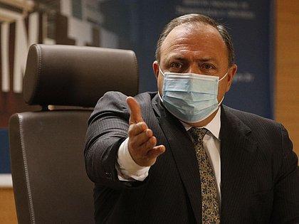 Ministro da Saúde diz que estados podem começar a vacinar contra covid hoje