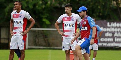 Rodrigo Becão e Thiago Martins disputam a preferência de Preto
