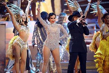 Anitta faz número musical no Grammy Latino ao lado de Olga Tanon e Milly Quezada. Apresentação marca a celebração de 20 anos do prêmio musical