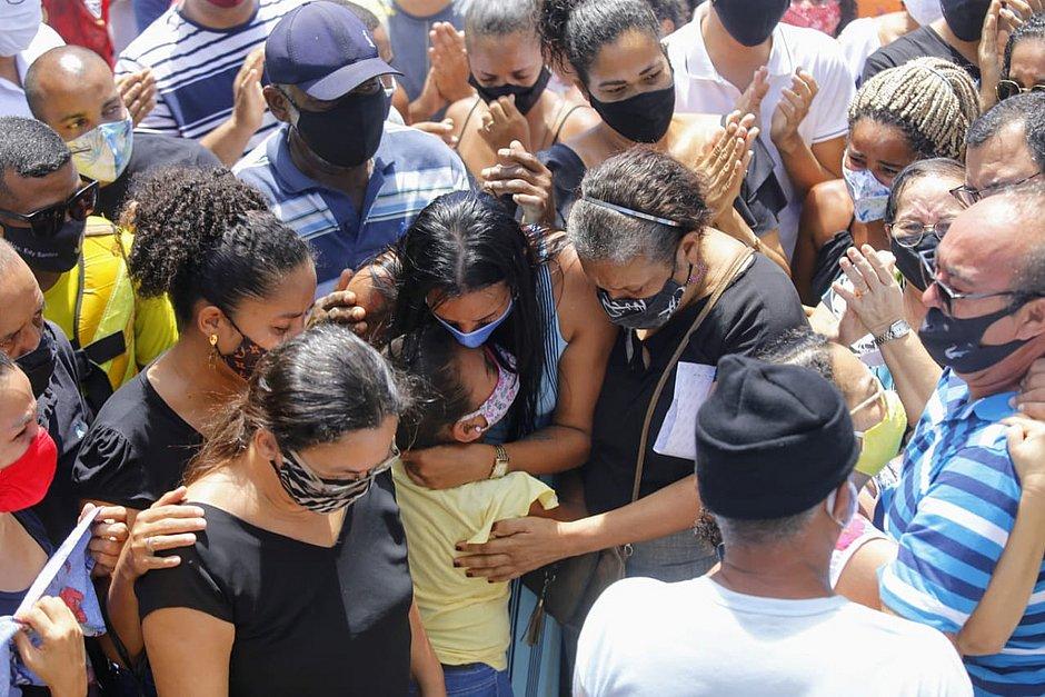 Corpo de taxista morto a tiros em assalto na Calçada é sepultado