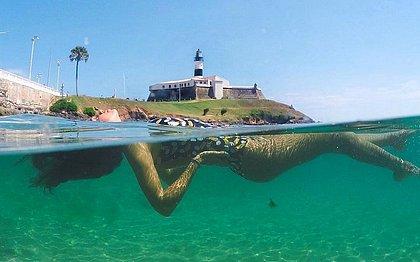 Para a blogueira Ana Tavares, aproveitar a baixa-mar perto do Farol da Barra é ótima pedida pro feriadão