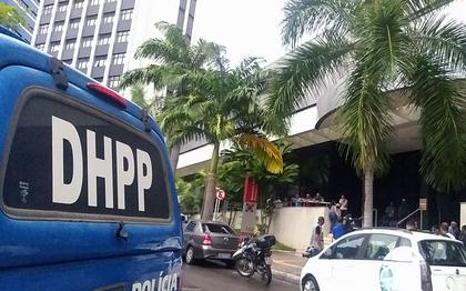 Equipes do DHPP apuram o acidente no hotel