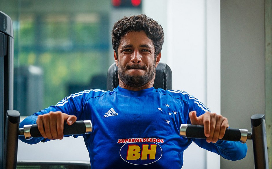 Ídolo do Cruzeiro, Léo quer participar da reconstrução do clube