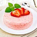 Mousse de morango de quatro ingredientes é superprático e delicioso