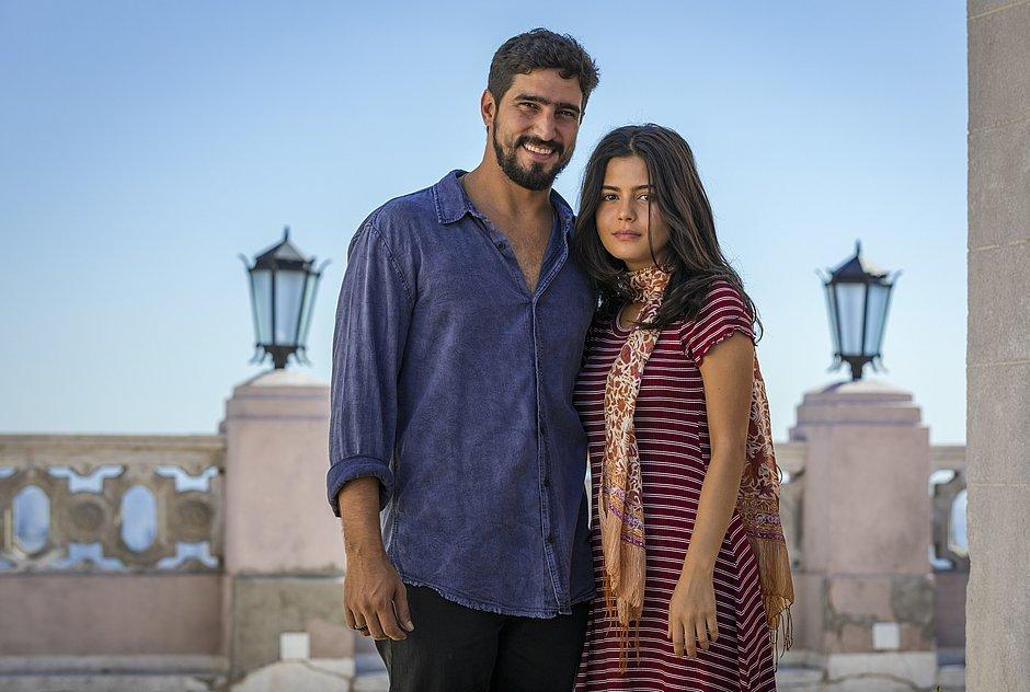 Laila (Julia Dalavia) e Jamil (Renato Goes) são o casal protagonista de Órfãos da Terra