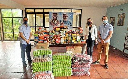 Abrigo recebe alimentos arrecadados em campanha solidária de O Boticário