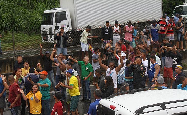 No WhatsApp, caminhoneiros dizem que greve está longe do fim