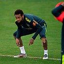 Neymar é blindado na seleção brasileira