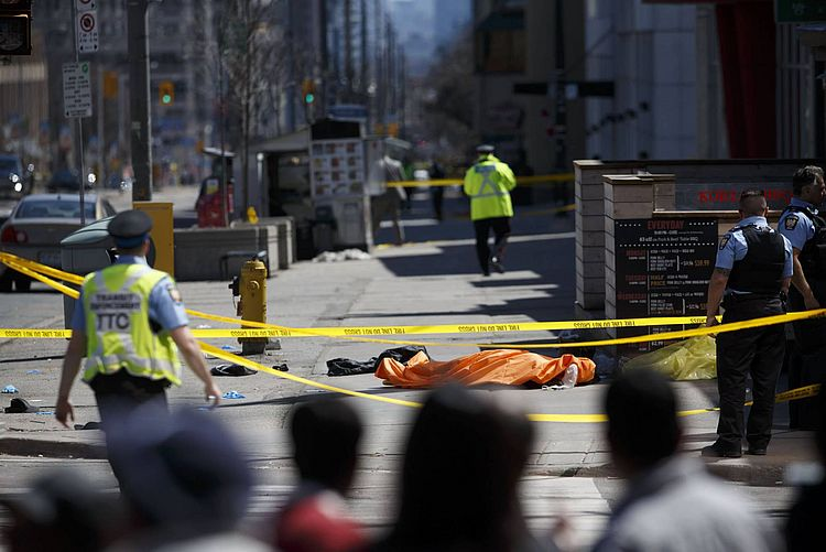Canadá investiga conexões terroristas em atropelamento que matou 10
