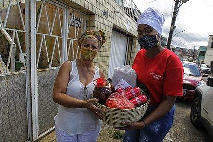 Sextou feliz: baianas de acarajé recebem kits para voltar a trabalhar