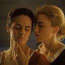 As atrizes Noémie Merlant e Adèle Haenel experimentam a liberdade amorosa sem culpa no drama Retrato de uma Jovem em Chamas