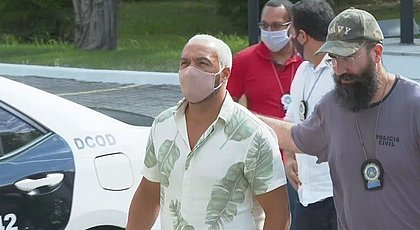 Belo é solto após passar noite na cadeia por show na pandemia no Rio