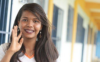 A estudante surda Jaiane Lopes, 23, da Aesos, comemorou o tema da redação