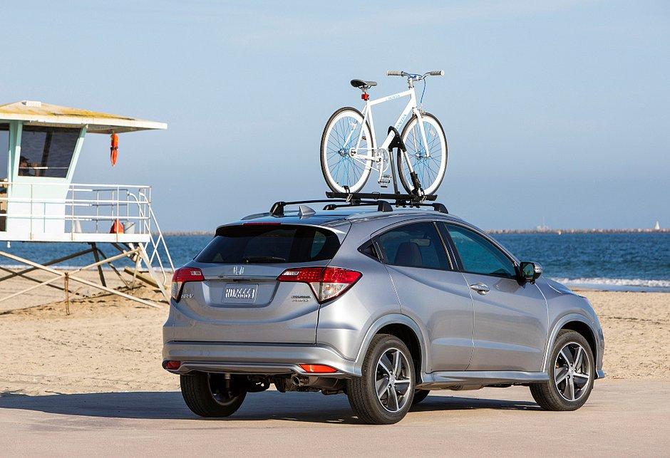 O Honda HR-V EXL custa US$ 25.820, o equivalente a R$ 141.441, sem o imposto estadual, nos Estados Unidos e R$ 117.400 nas concessionárias brasileiras