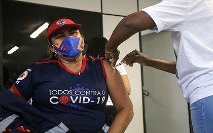 Prefeitura vai convocar mais 160 vacinadores para reforçar equipes de vacinação