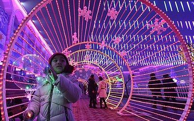 Decoração de ano novo no centro da cidade de Bishkek.