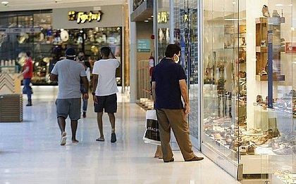 Shoppings e comércio de rua vão funcionar segunda (19) e fechar no feriado de quarta