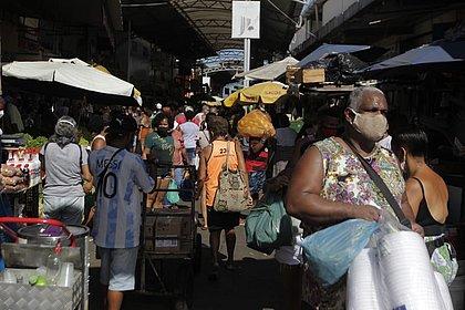 Soteropolitanos superlotam feiras em busca dos peixes para a sexta-feira santa