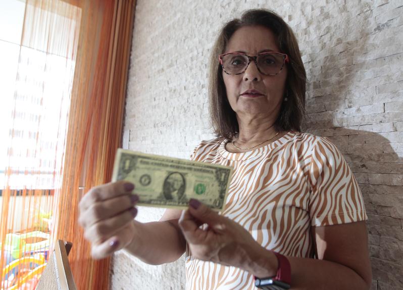 Dólar alto adia sonhos de viagens internacionais