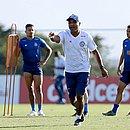 Time de Roger Machado tem dois compromissos fora de casa pelo Brasileirão