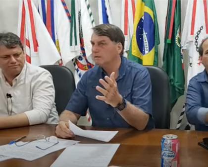 Bolsonaro sobe o tom, chama FHC de cara de pau e diz que voltou a tomar cloroquina