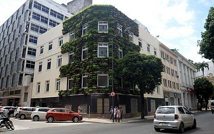 Casa coberta de vegetação vira cartão-postal no Comércio