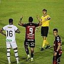 Léo Ceará comemora o gol sobre o Figueirense
