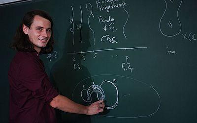 O matemático alemão Peter Scholze é um dos quatro vencedores do prestigiado prémio Fields, conhecido como o Nobel da matemática.
