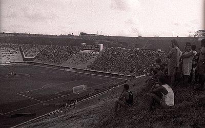 Reinauguração do Barradão contra o Olimpia-PAR