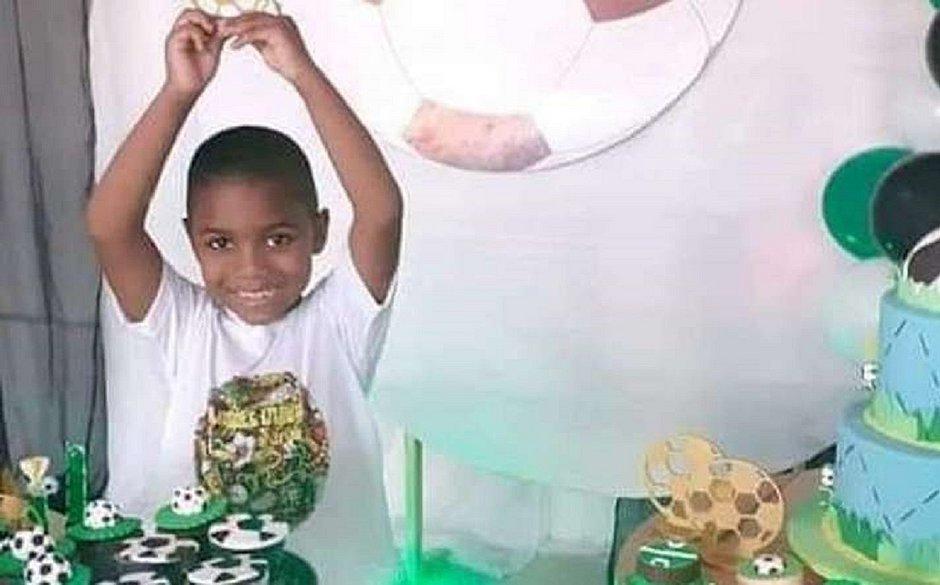 'Ela não conseguiu dar 10 minutos de sua vida a ele', diz avó do menino Miguel