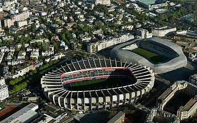 Parc des Princes: localizado na capital Paris, é o estádio mais conhecido do Mundial. Pertence ao PSG e comporta 48.583 espectadores