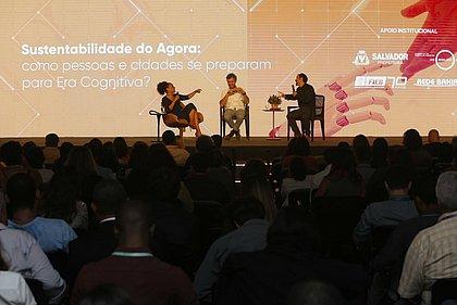Rogério Oliveira, Flávia Oliveira e Pablo Lazo durante debate