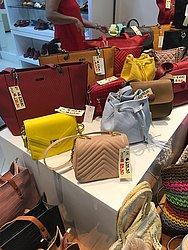Shopping Itaigara: Shopping Itaigara: Via Toscana - promoção de bolsas selecionadas