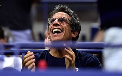 Ator Ben Stiller aplaude a partida de quartas-de-final dos homens solteiros entre Rafael Nadal, da Espanha e Dominic Thiem da Áustria.