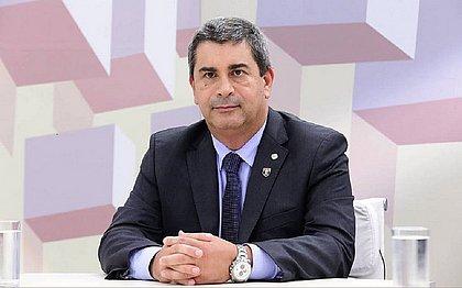 'Não há arrependimento', diz deputado do PSL que arrancou cartaz sobre racismo