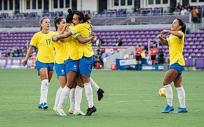 Seleção feminina marca 3 no 2º tempo e goleia a Argentina nos EUA