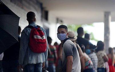 População de Salvador já aderiu ao uso de máscaras.