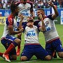 Jogadores do Bahia festejam o gol que garantiu o 48º título estadual do Bahia